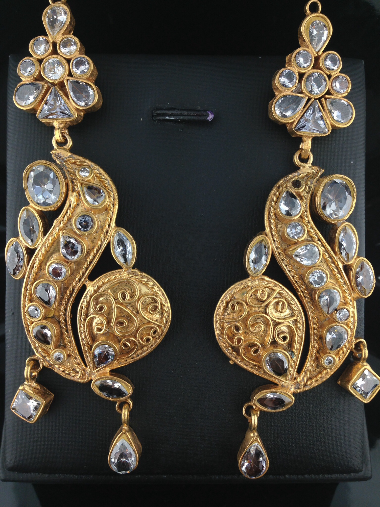 Kundan Earrings With Crystals.