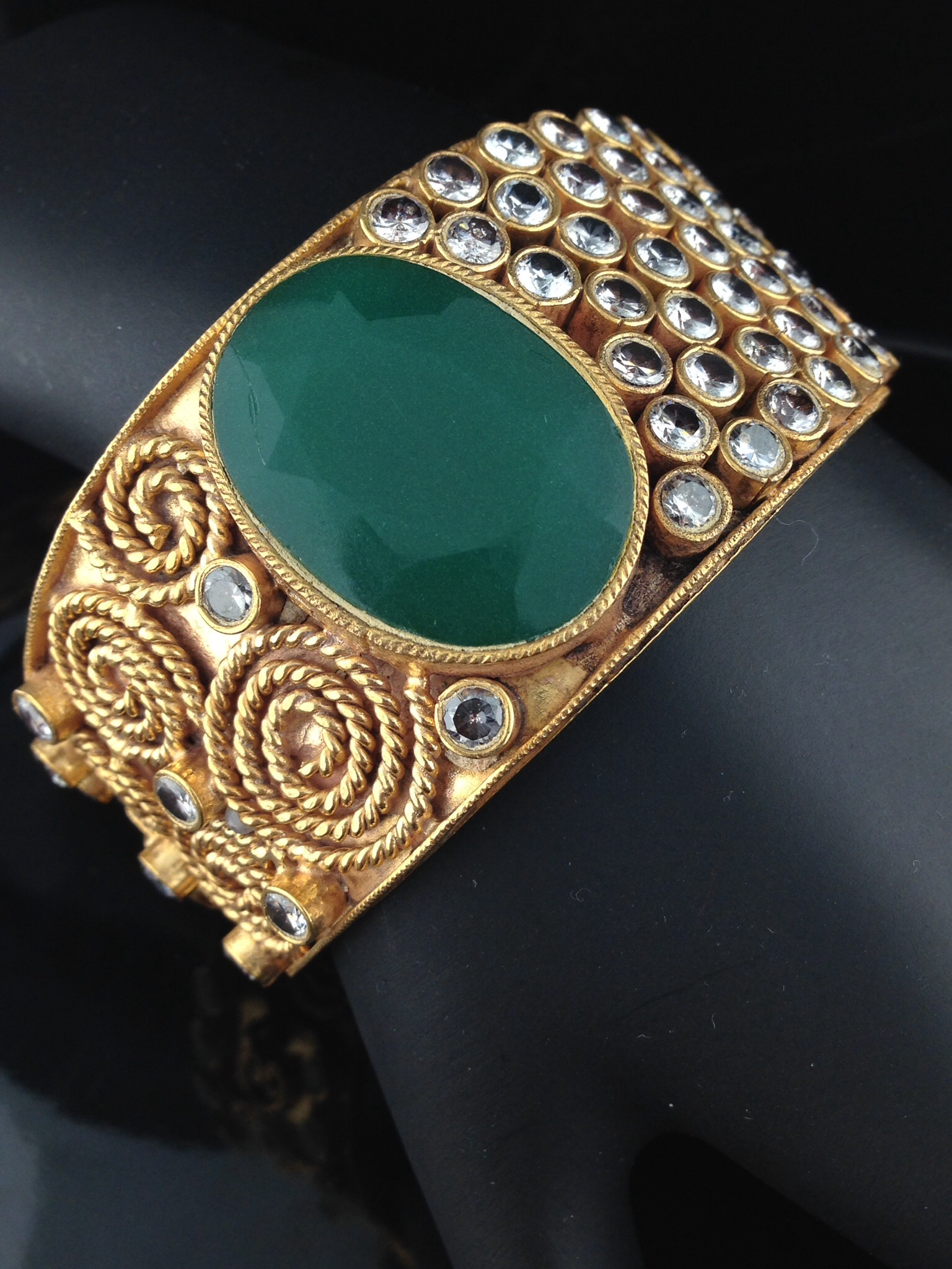 Exclusive Emerald Kundan Bracelet