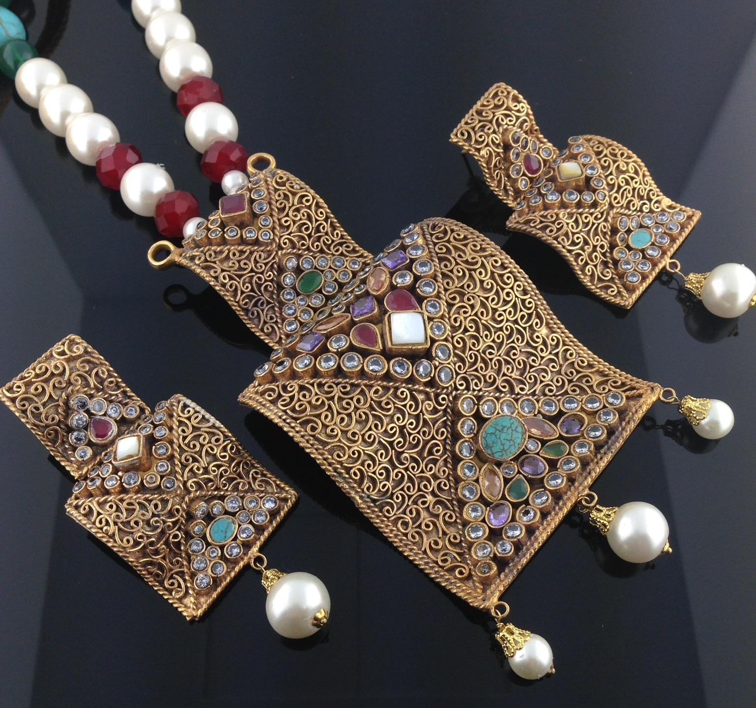 Exquisite Kundan Takhti set