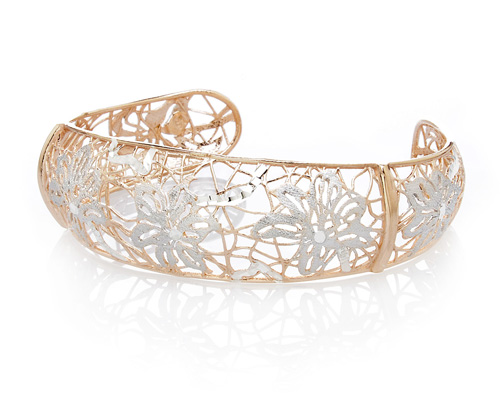 This Stunning sterling silver cuff bangle