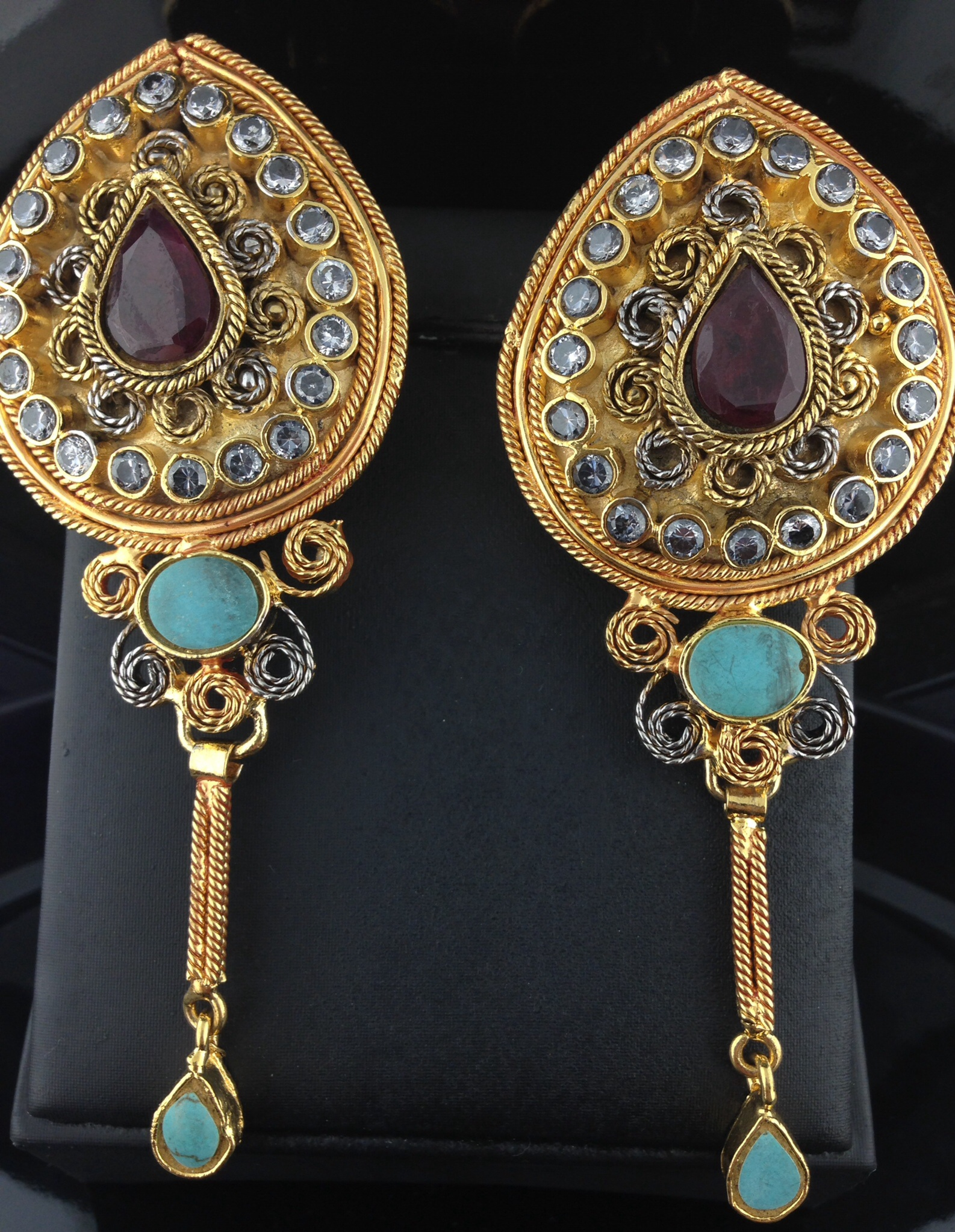 Kundan Earrings With Champagne and Turquoise Stones.