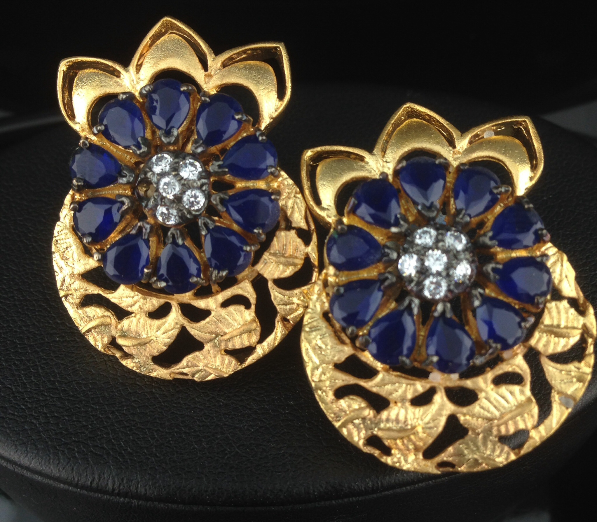 Designer Gold Polished Round Tops With Sapphires
